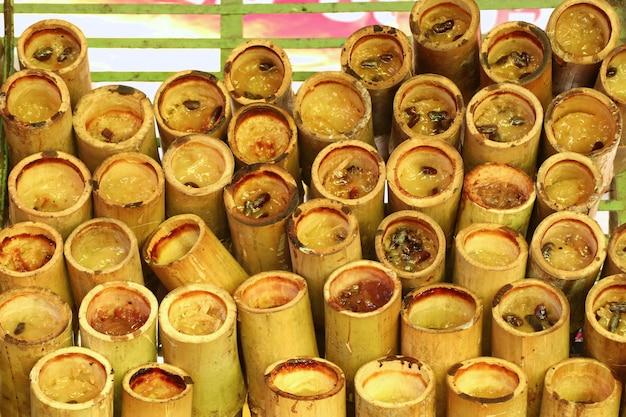 Arroz assado em bambu