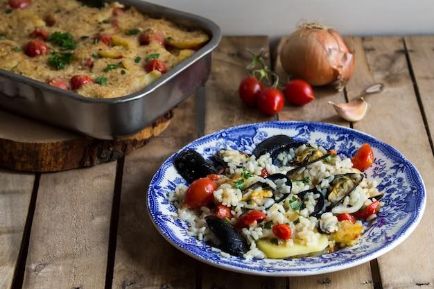 Arroz, batatas, mexilhões, tradicional, apulian, prato, italiano, cozinha, bari