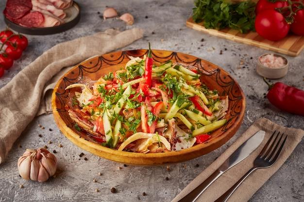 Arroz com caldeirada, verduras e temperos, culinária uzbeque