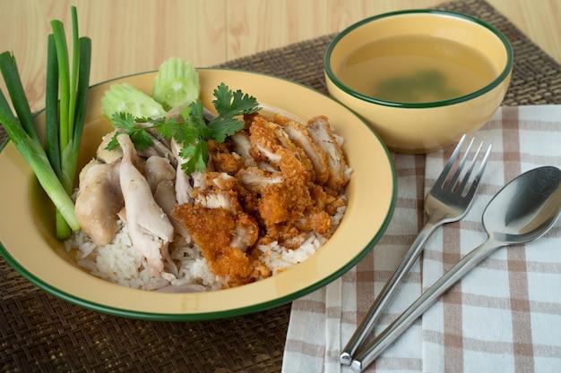 Arroz cozido no vapor com sopa de galinha