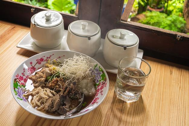 Arroz de arroz arroz cozido comida tailandesa café da manhã popular asiático