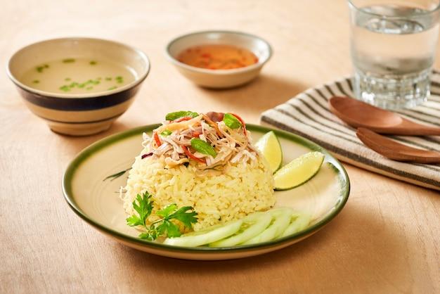 Arroz de frango. arroz de frango em hoi an, vietnã. hoi an, conhecido como faifo. hoian na província de quang nam, no vietnã