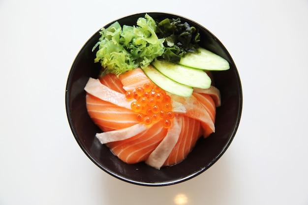 Arroz de sushi com salmão