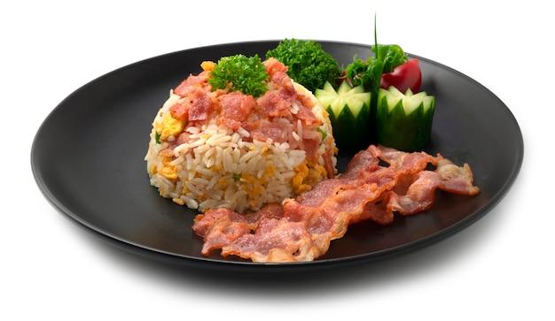 Arroz frito com bacon combinação europeia asain food style