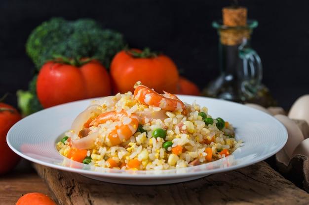 Arroz frito com camarão