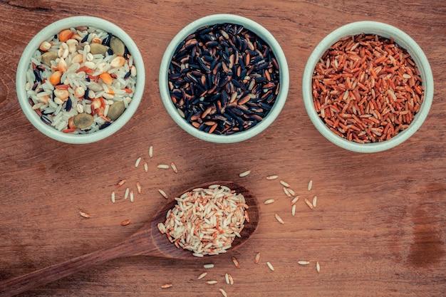 Arroz integral misturado melhor para alimentos saudáveis e limpos.