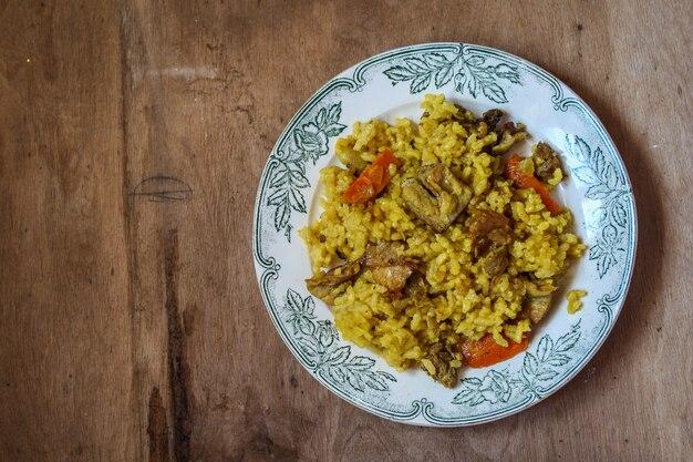 Arroz pilaf com carne e especiarias