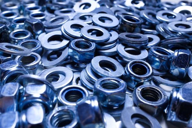 Arruelas de ferro e nozes close-up