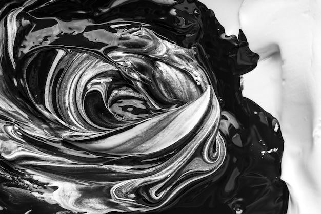 Arte abstrata em preto e branco como resultado da mistura de tintas.