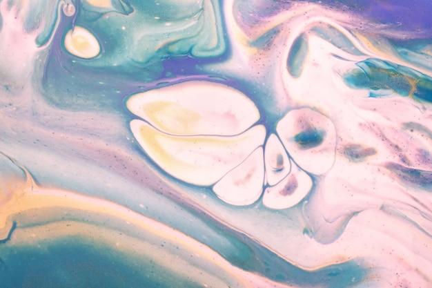 Arte abstrata fluida de fundo azul claro e cores brancas
