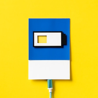 Arte de artesanato de papel 3d de uma bateria de carregamento