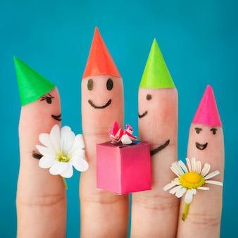 Arte de dedo de amigos. grupo de crianças na festa de aniversário.