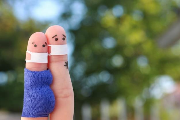 Arte de dedos de casal em máscara médica de covid2019 mulher está grávida