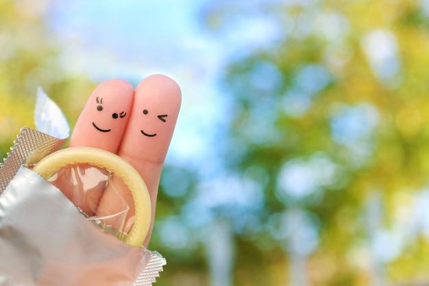 Arte de dedos de casal feliz. conceito de sexo seguro.