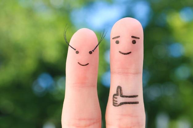 Arte de dedos de casal feliz. o homem gosta de cílios longos de mulher.