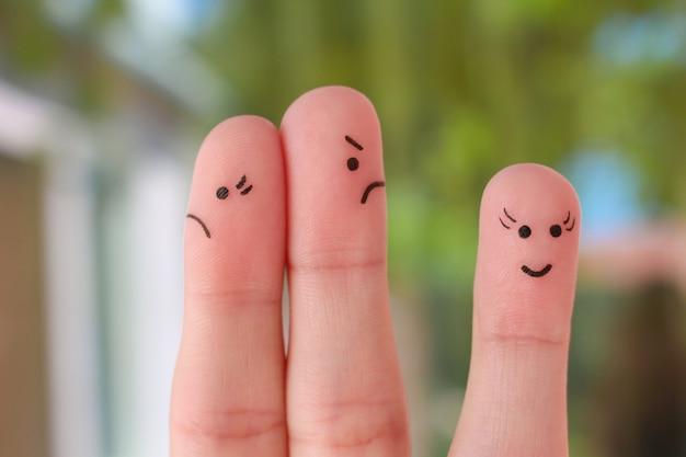 Arte do dedo da família durante a discussão. um casal discutindo, outra mulher é feliz.