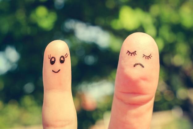 Arte do dedo de namoradas. o conceito de mulher é magra e mulher é gorda. imagem enfraquecida.