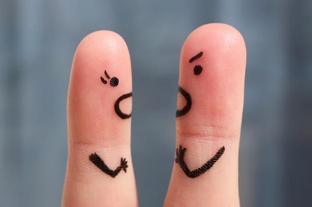 Arte do dedo de um par durante a discussão. o conceito de um homem e uma mulher gritando um com o outro.