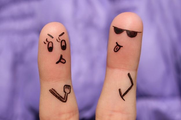 Arte dos dedos do casal. par argumenta, eles mostram as línguas uns aos outros.