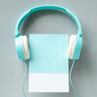 Arte em papel artesanal de fones de ouvido
