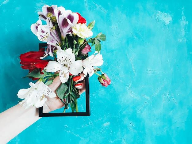 Arte florística com buquê colorido arranjo floral