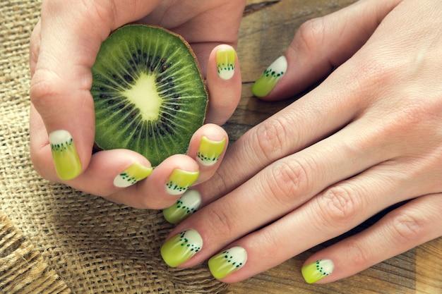Arte manicure kiwil