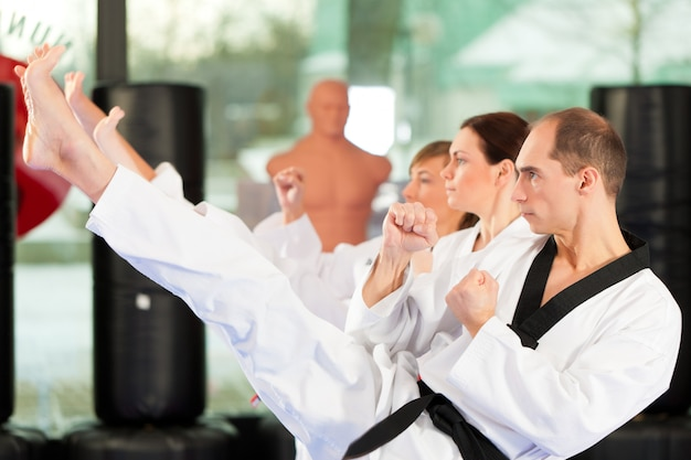 Artes marciais esporte treinamento no ginásio