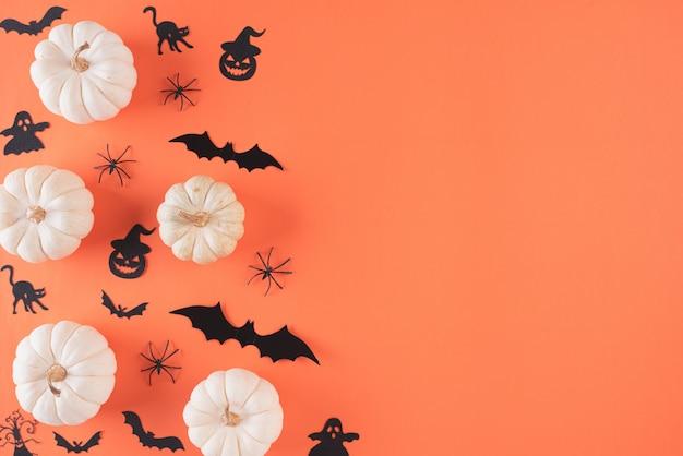Artesanato de halloween em fundo laranja com espaço de cópia.