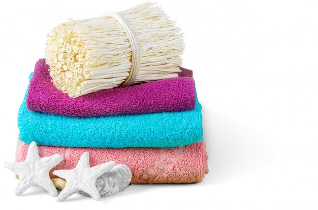 Artigos de banho de banho spa isolados no branco