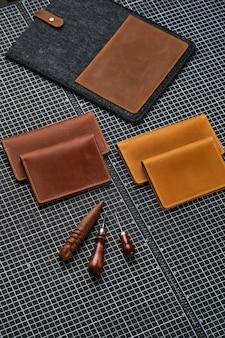 Artigos de couro para homens. conjunto de acessórios de couro masculino.