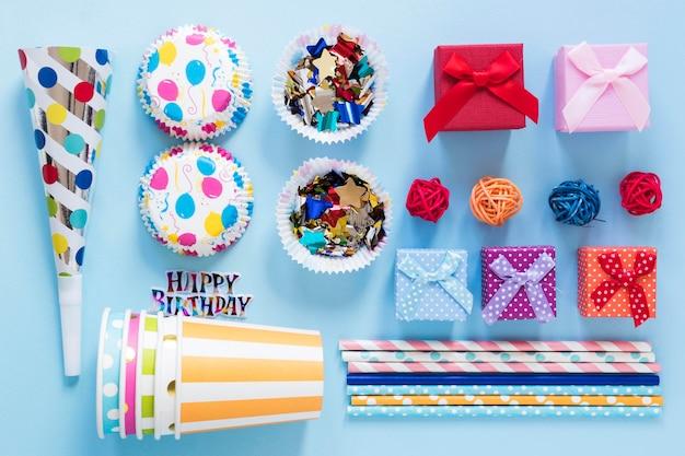 Artigos de festa coloridos planos