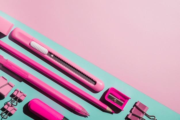 Artigos de papelaria cor-de-rosa assorted angulares