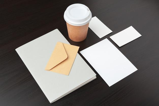 Artigos de papelaria de café, marca, com traçado de recorte