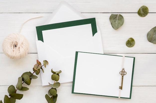 Artigos de papelaria de casamento bonito