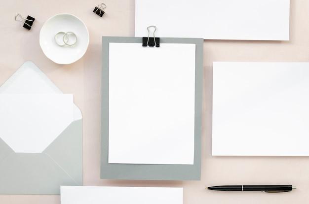 Artigos de papelaria de casamento definir design minimalista