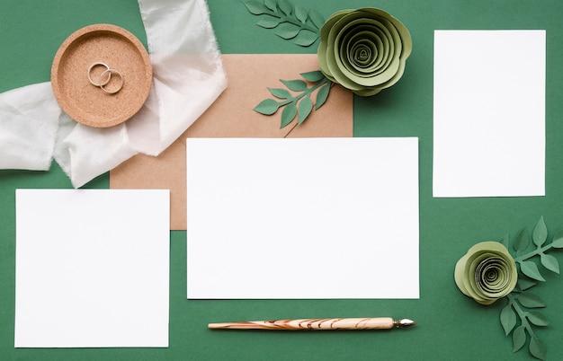 Artigos de papelaria de casamento e flores de papel