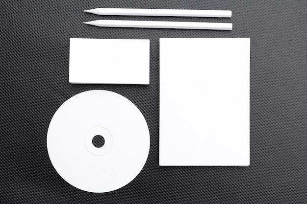 Artigos de papelaria de negócios em branco para marcar a identidade. vista do topo