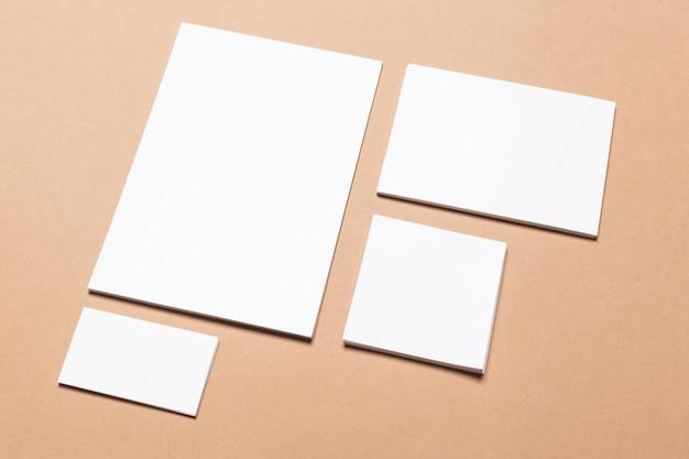 Artigos de papelaria em branco para branding