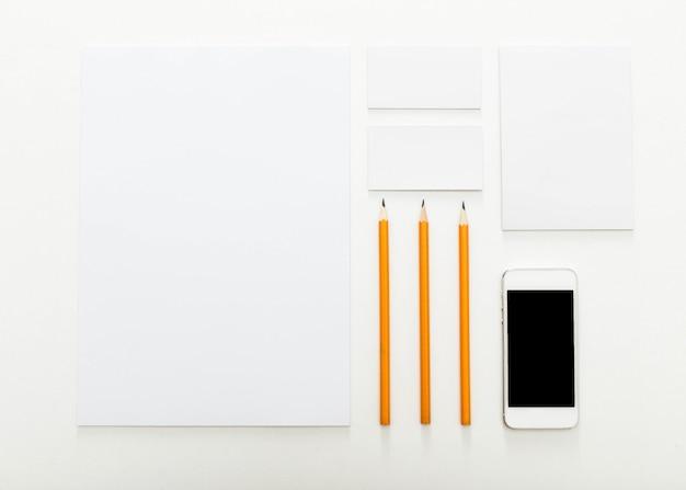 Artigos de papelaria em branco para identidade visual, vista superior