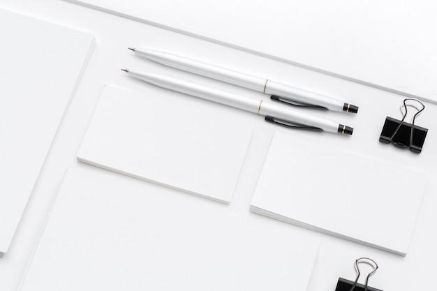 Artigos de papelaria em branco