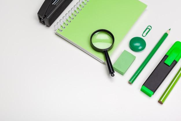 Artigos de papelaria verde