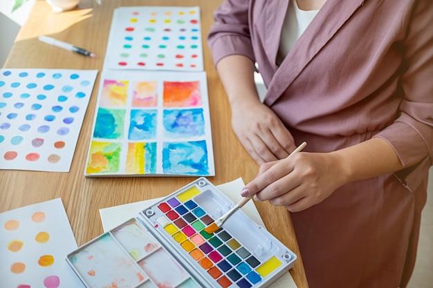 Artist creative designer de desenho com ferramenta artística