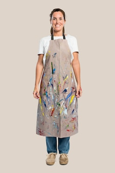 Artista feminina de avental
