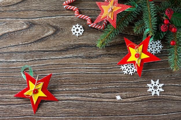 Árvore de natal brinquedos estrela presente projeto feito à mão de artesanato infantil para criatividade