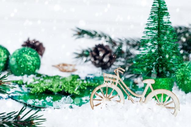 Árvore de natal com decoração de bicicleta