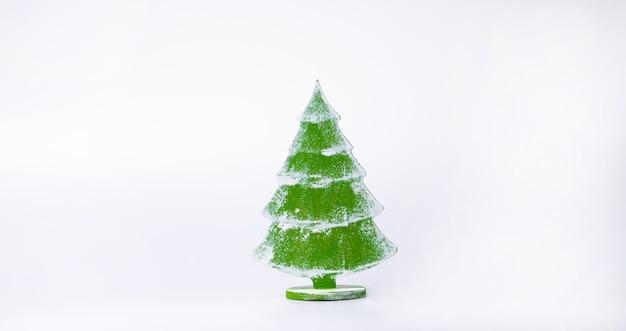 Árvore de natal de madeira. natal ou ano novo conceito mínimo.