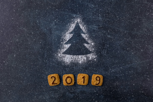 Árvore de natal de silhueta de farinha com dígitos de cookies 2019