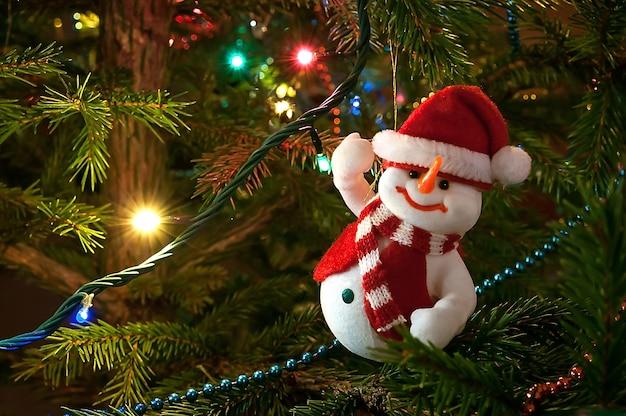 Árvore de natal decorada com boneco de neve