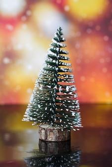 Árvore de natal decorativa no quadro negro