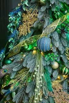 Árvore de natal elegante com verde claro